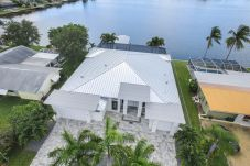 House in Cape Coral - THE LAKE HOUSE