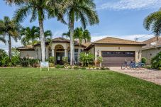 House in Cape Coral - PARROT HEAVEN